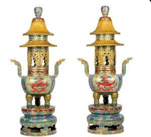 780-pareja-de-sahumadores-realizados-en-bronce-con-revestimientos-diversos-y-quimeras-y-adornos-geomtricos.-china.-s.-xix.-100-cm-de-altura.00