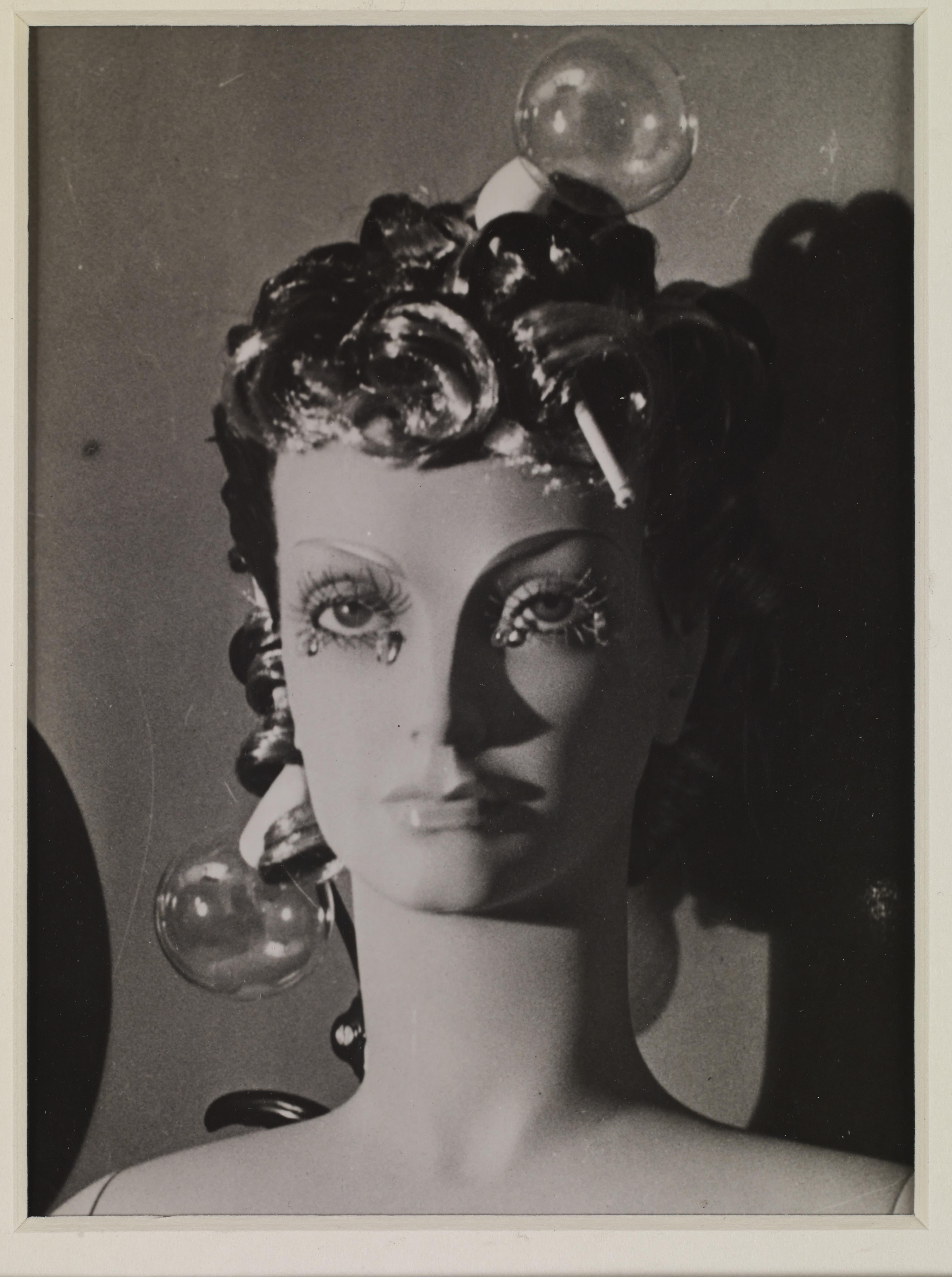 La fotografía surrealista de Man Ray en Fundación Canal