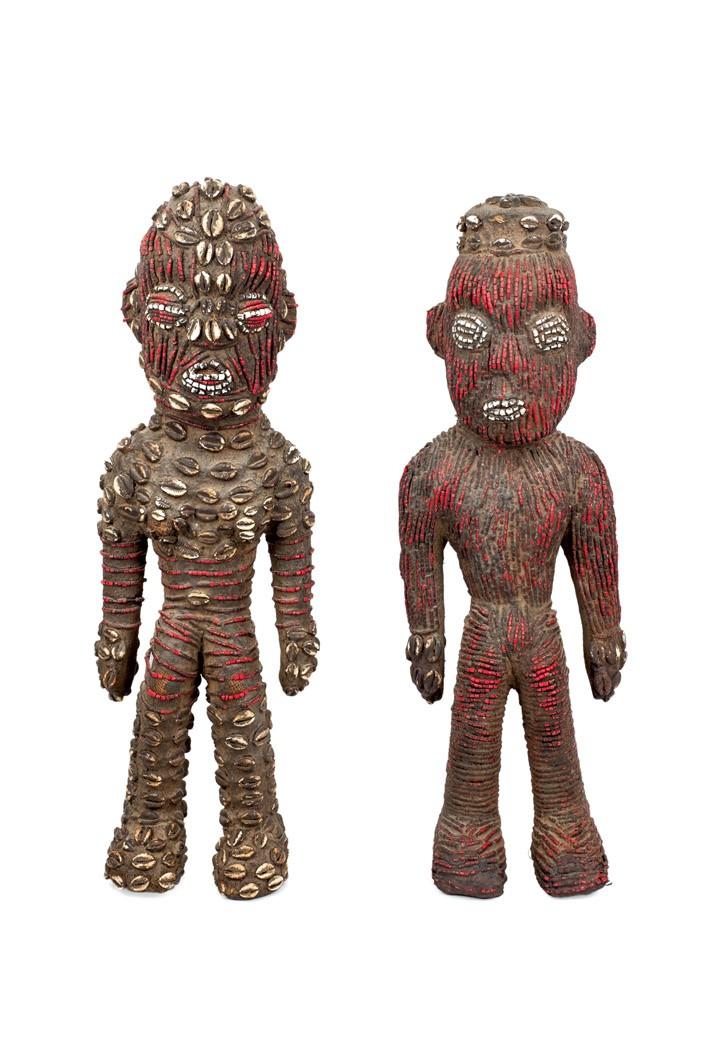 365-pareja-de-figuras-bamileke-camern.-madera-recubierto-de-abalorios.-atributo-de-la-monarqua-los-colores-y-la-disposicin-cambian-segn-la-transmisin-del-mensaje-que-se-quiera-dar.-65-cm-de-altura.00