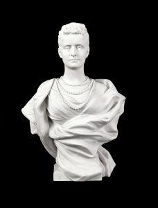 1152-leopold-bernard-bernstamm-1859-1939.-busto-de-la-zarina-alejandra-fidorovna-de-rusia-en-biscuit-sevrs-francia-1897.-con-firma-y-fecha-incisa-1897.-01
