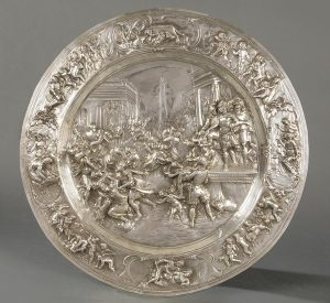 648-gran-bandeja-de-plata-espaola-repujada-y-cincelada-sin-punzonar-con-el-tema-el-rapto-de-las-sabinas.00