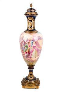688-gran-jarrn-realizado-en-porcelana-francesa-de-la-manufactura-svres.-francia.-s.-xix.-01