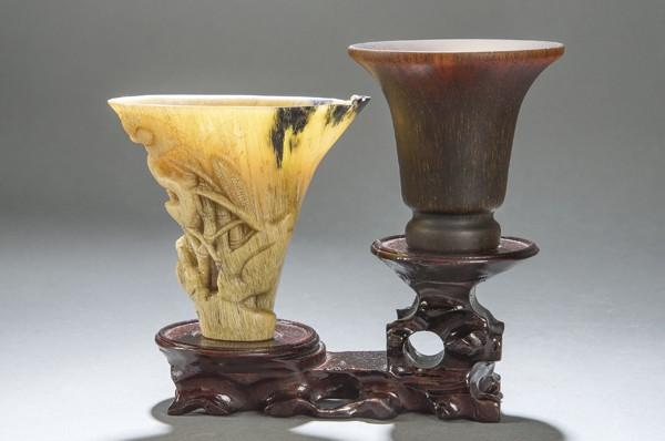 877-dos-copas-de-libacin-talladas-en-cuerno-de-rinoceronte-china-dinasta-qing-ss.-xviii-xix.00