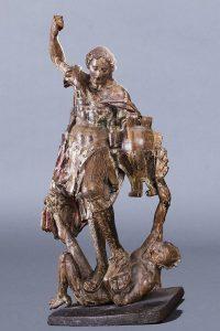 993-atribuido-a-gabriel-yoly-o-joly.-san-miguel-venciendo-al-demonio.-escultura-en-madera-tallada-con-restos-de-dorado-y-policroma.-00