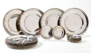 574-juego-de-12-bajo-platos-y-12-platos-para-el-pan-en-plata-sterling-ley-925.-greca-de-sogueado-al-borde.00