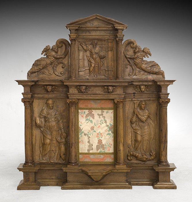 698-retablo-del-s.-xvi-en-madera-tallada-sin-policromar.-parte-superior-con-imgen-de-dios-padre.00