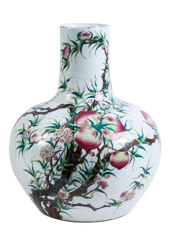 198-gran-jarrn-tianqiuping-de-porcelana-china-con-decoracin-esmaltada-de-ramas-y-nueve-melocotones-de-longevidad-periodo-qianlong-s.xix_.00