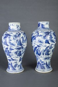 656-pareja-de-tibores-abalaustrados-en-porcelana-azul-y-blanca.-china-kangxi.00