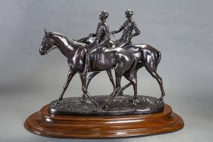 734-emmanuel-frmiet-chevaux-de-course-et-jockeys-grupo-escultrico-en-bronce-pavonado-con-ptina-marrn.-firmado-e.-fremiet.-con-marca-y-sello-de-la-fundicin-barbedienne-paris.-00