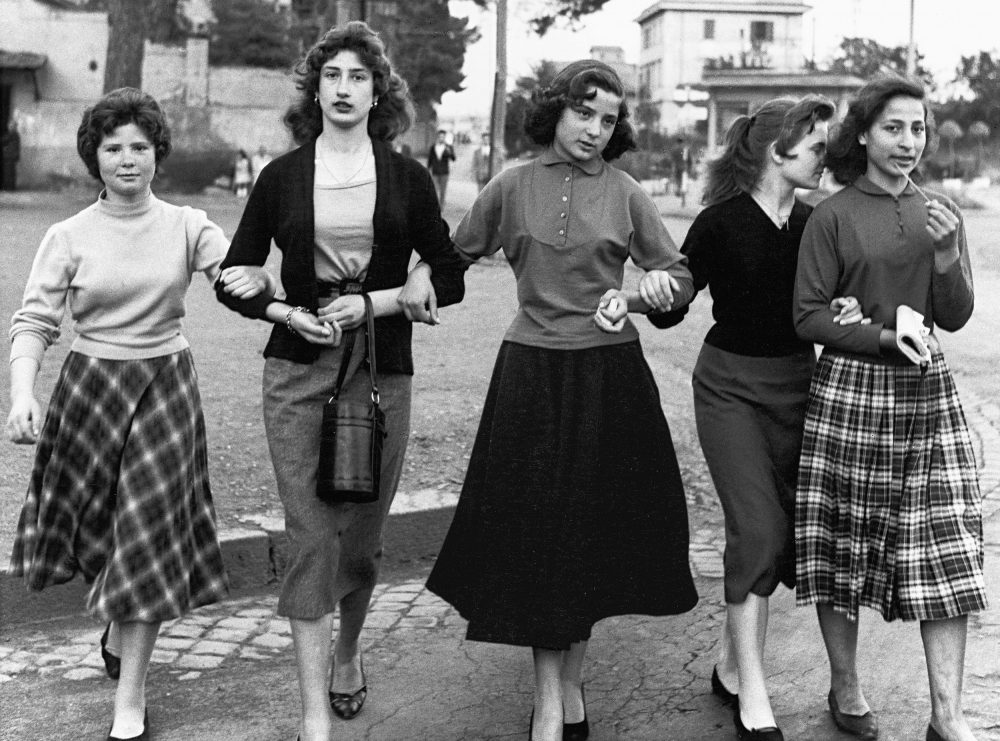 07.group-of-young-ladies-rome-1956_william-klein