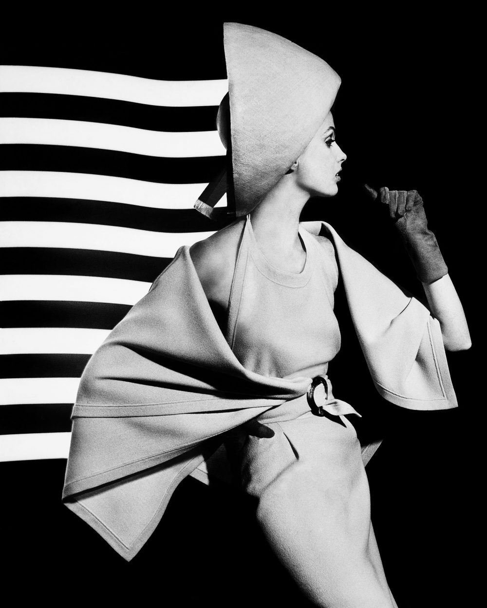 08.dorothy-white-light-stripes-paris-1962_william-klein