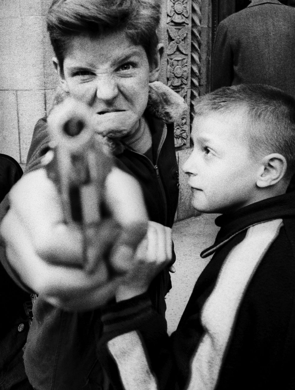 11.gun-1-broadway-and-103rd-street-new-york1954_william-klein