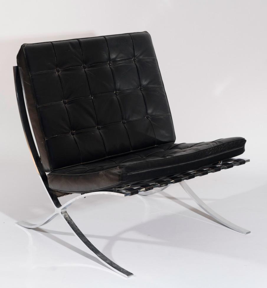 603-silla-modelo-barcelona-diseo-de-ludwig-mies-van-der-rohe.-en-metal-cromado-con-asiento-y-respaldo-tapizados-en-polipiel-color-negro