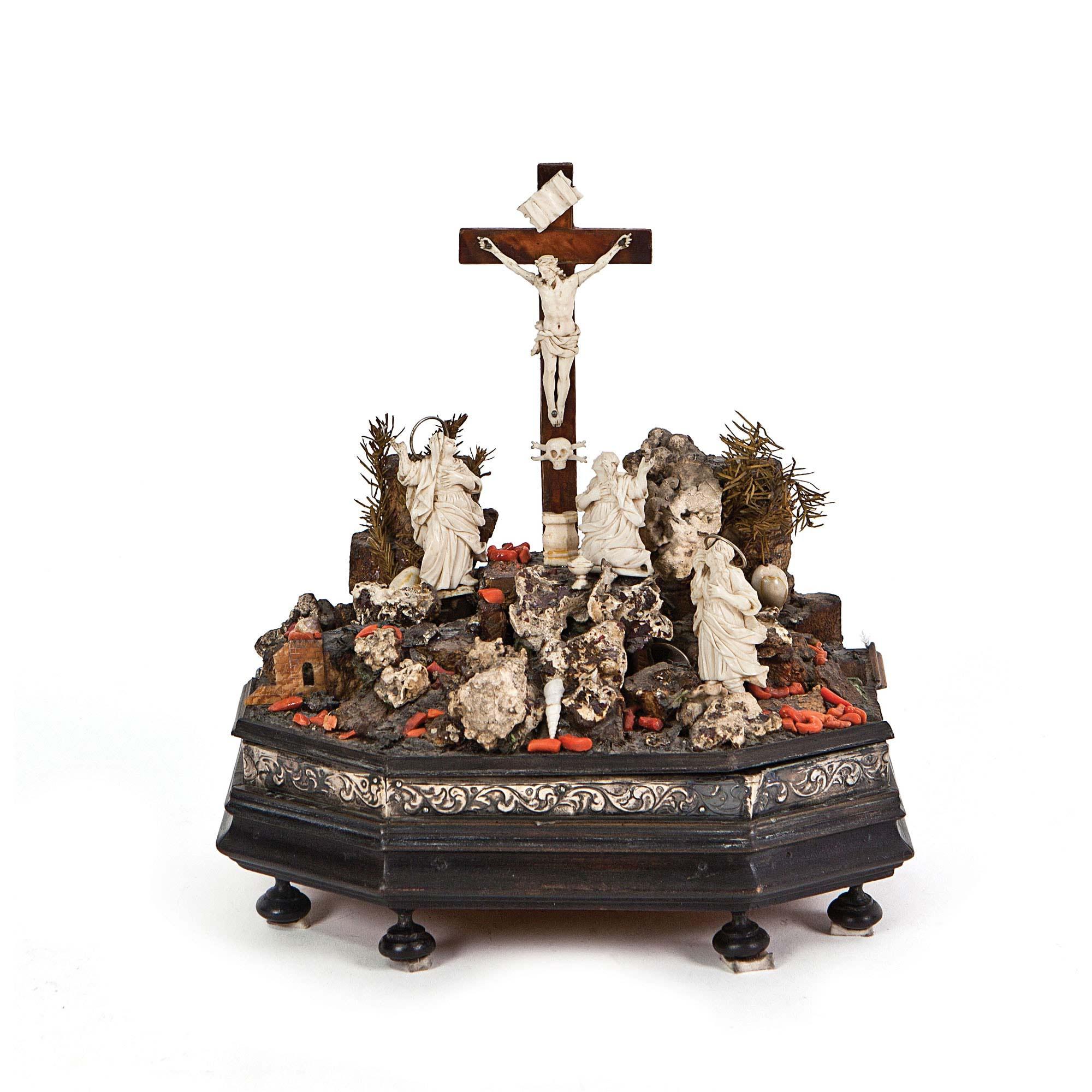 515-conjunto-de-marfi-tallado-coral-carey-y-conchas-sobre-base-de-madera-ebonizada-con-friso-de-plata.-trapani-sicilia-s.-xviii.01