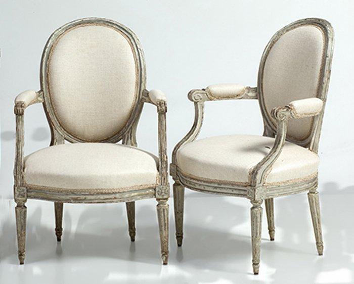 835-pareja-de-fauteuils-francesas-luis-xvi-s.xviii-c.-1780-en-madera-decapada-en-blanco.-estampilladas-georges-jacob.-cheny-1739-paris-1814.00