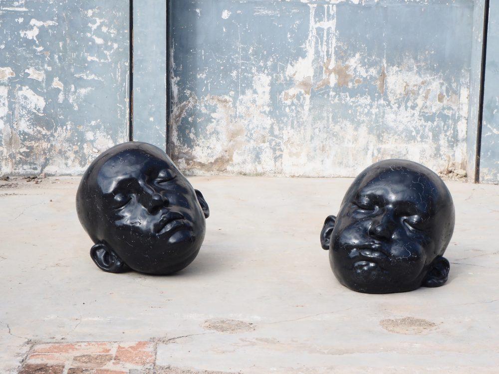 3-punts-galeria_samuel-salcedo_black-mirrors-series_epoxy-resin_70x70x80_2019