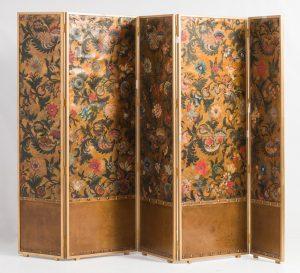 826-conjunto-de-cinco-paneles-en-cordobn-s.xvii-xviii-en-anverso-y-reverso.-montados-en-soporte-a-modo-de-biombo