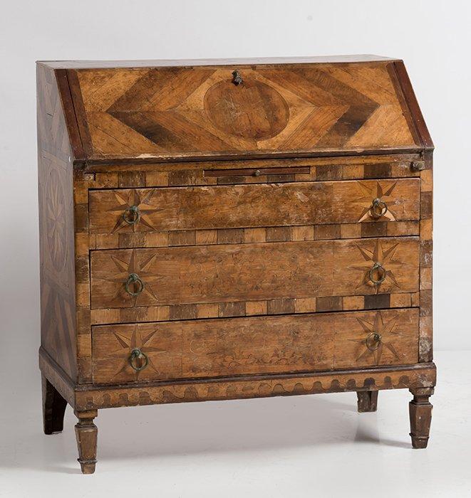 977-bureau-italiano-s.xviii-en-madera-de-nogal-dispuesta-en-frisgae.