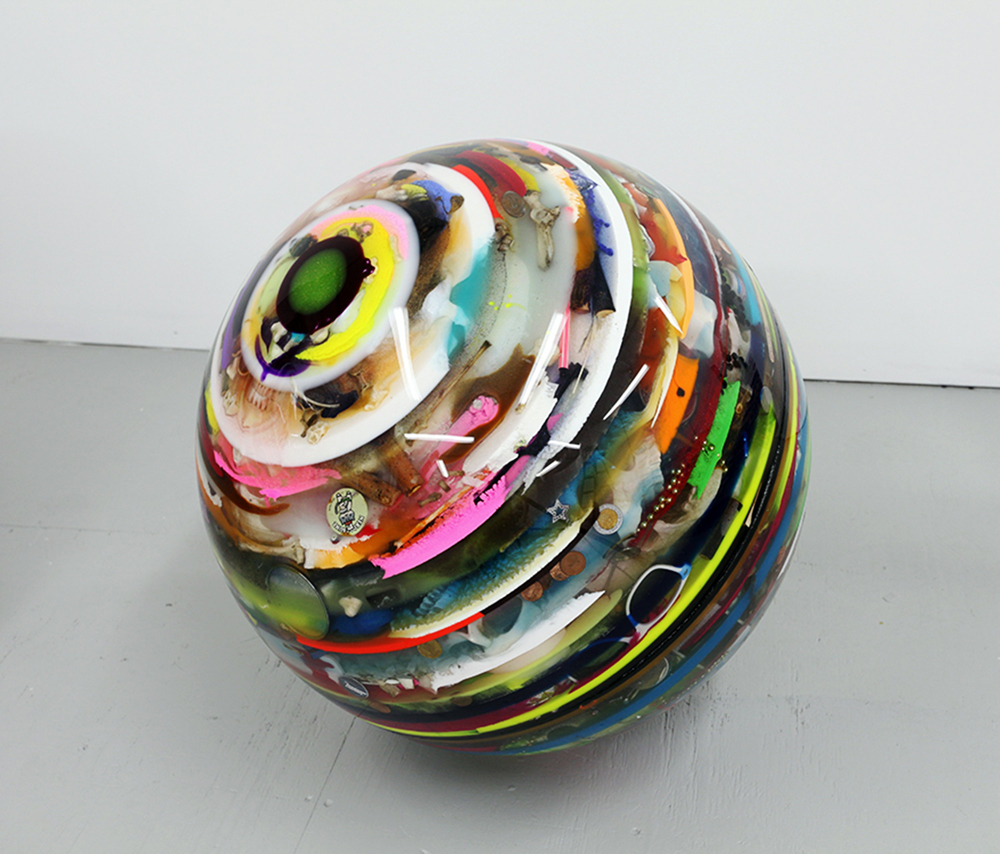 arco2020-markuslinnenbrink_italkalotonthephone__2018_epoxy_resin_objects_foam_wood_diameter_61_cm