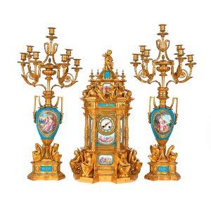 403-reloj-de-sobremesa-con-guarnicin-de-candelabros-de-siete-luces-en-bronce-dorado-y-porcelana-tipo-svres-francia-segunda-mitad-s.-xix-ca.-1860.01