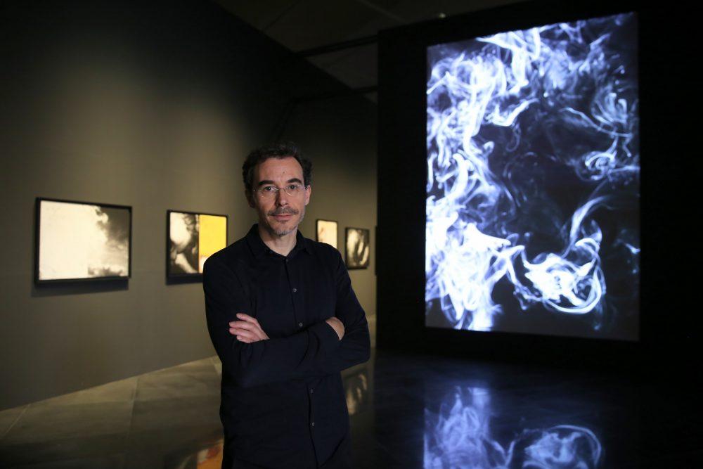 david-jimenez-en-una-de-las-salas-de-su-exposicion-universos-en-el-museo-universidad-de-navarra.-manuel-castells