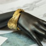 Chus Burés diseña un brazalete inspirado en 'La Anunciación' de Fra Angelico