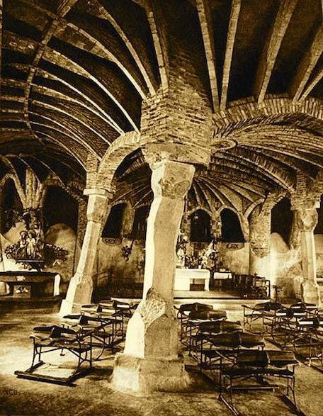 gaudi-cripta