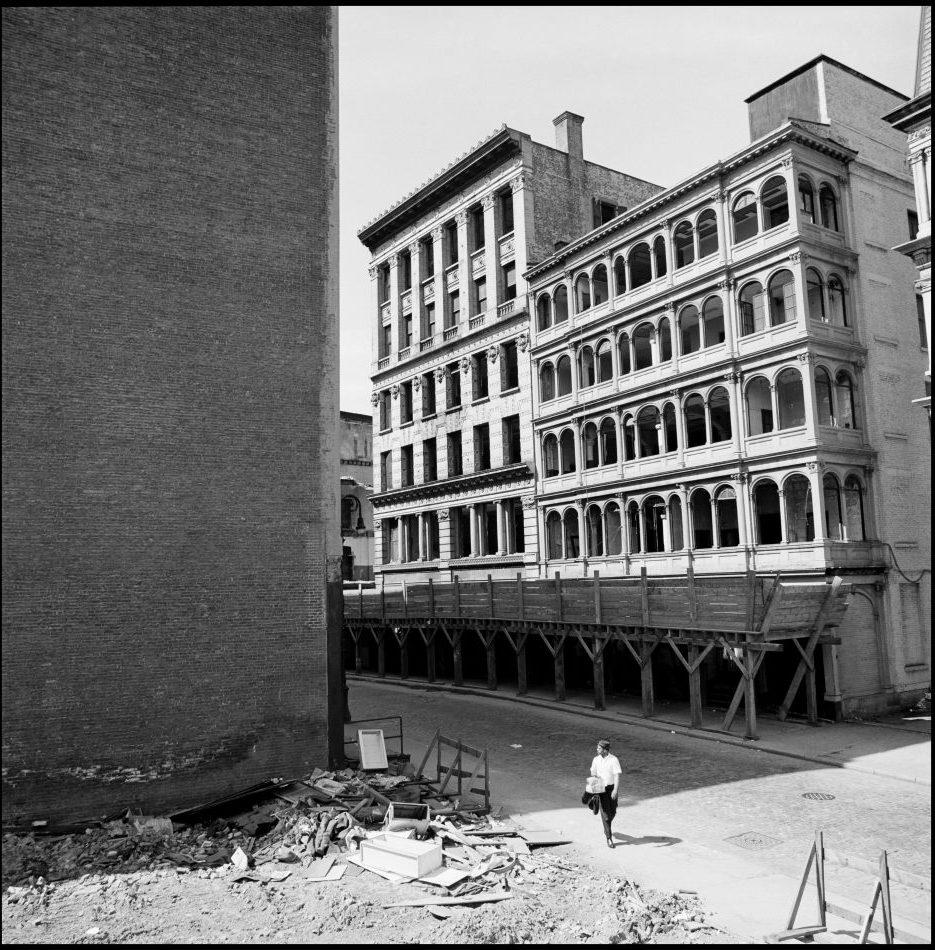 USA, New York, 1967. 80 and 82 Beekman Street.