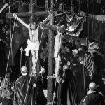 Pío Cabanillas fotografía la Semana Santa guatemalteca en blanco y negro