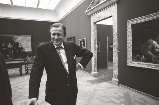 1988.00.00-ca._h.h.-thyssen-bornemisza-at-the-villa-favorita-gallery-of-paintings