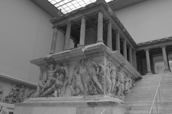 viaje-por-la-memoria-altar-pergamo-sol-g-moreno