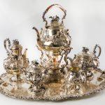 Un juego de té y bandeja en plata francesa del XIX lo más destacado en Ansorena