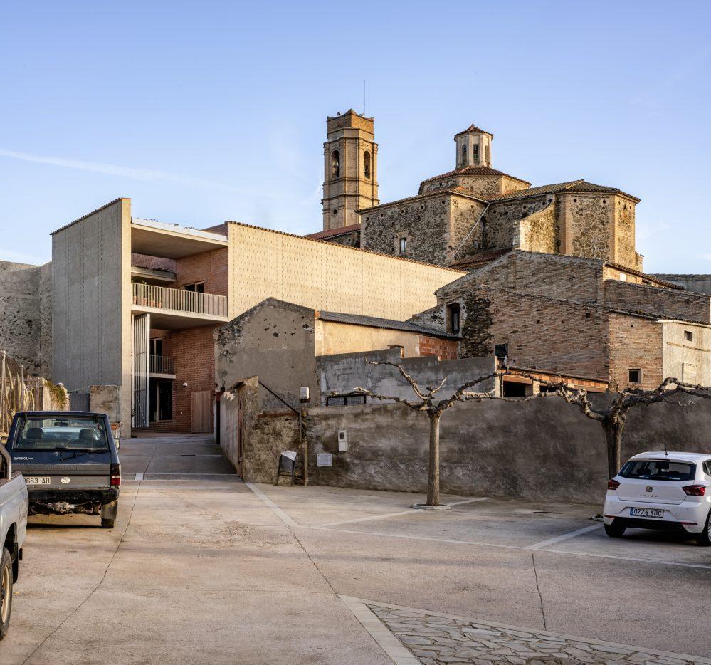 bodegas-clos-pachem-1507-por-harquitectes-david-lorente-ibez-josep-ricart-ulldemolins-xavier-ros-maj-y-roger-tud-gal.-fotgrafo_-jesus-granada-y-adri-goula-1.