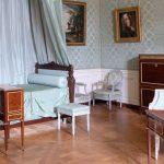 Una butaca del dormitorio de María Antonieta pasa desapercibida en Ansorena