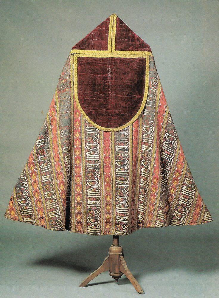 capa-pluvial-de-la-capilla-del-condestable-de-la-catedral-de-burgos-realizado-con-tejido-nazari-de-seda-museo-catedralicio-de-burgos